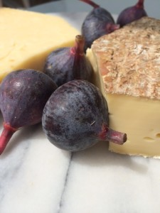 Raw milk Saint Nectaire purple wild figs.